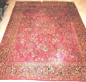 Room-size Sarouk carpet, ca. 1920, with a floral d