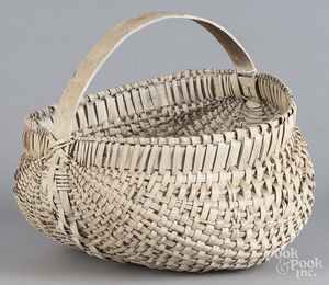 Painted buttocks basket