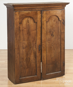 Pennsylvania Chippendale walnut bookcase top