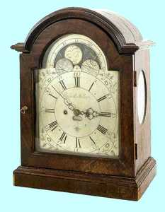 Mahogany bracket clock, late 18th c., with an arch