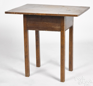 Small Queen Anne maple tavern table
