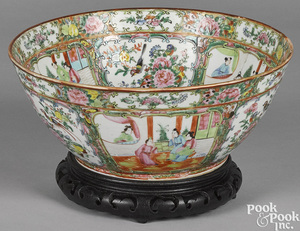 Chinese export porcelain rose medallion bowl