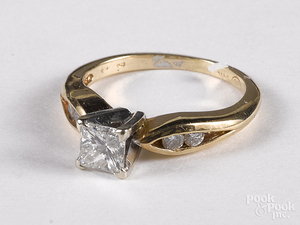 Tovon & Co. 14K gold and diamond ring