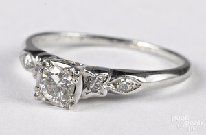 18K white gold and diamond ring, 1.1 dwt.