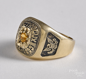10K yellow gold Electrolux ring, 9.4 dwt.