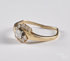 14K yellow gold and diamond ring, 2.6 dwt.