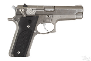 Smith & Wesson model 659 semi-automatic pistol