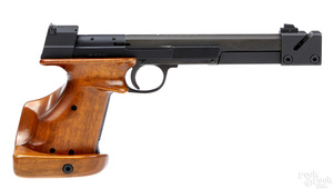 Hammerli International target pistol