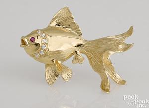 14K yellow gold fish pin