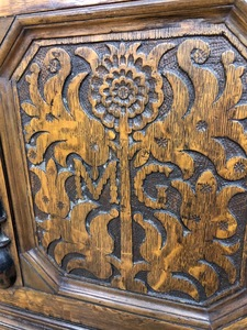 Connecticut Pilgrim Century oak sunflower chest