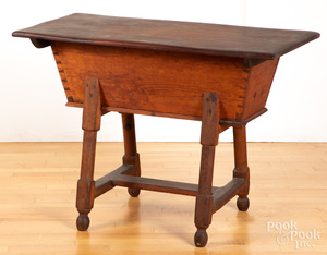 Pennsylvania pine doughbox table