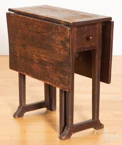 Diminutive pine gateleg table