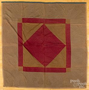 Pennsylvania Amish diamond in a square quilt