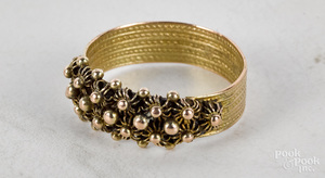 14K yellow gold flower cluster band