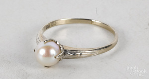 14K white gold pearl solitaire ring