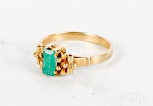 18K yellow gold emerald ring