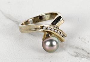 14K white gold black pearl diamond ring