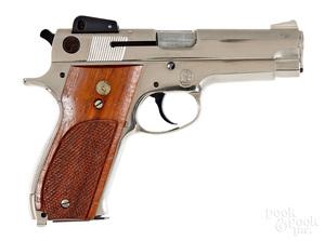 Smith & Wesson model 439 semi-automatic pistol