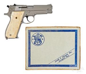 Smith & Wesson model 39-2 semi-automatic pistol