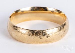 14K gold bangle bracelet, 17.4 dwt.