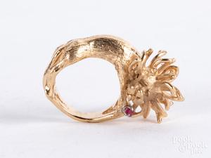 14K gold lion ring, size 6, 9.3 dwt.