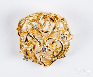 14K gold and diamond brooch, 5.1 dwt.