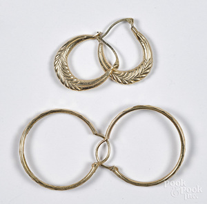 Two pairs of 14K yellow gold earrings