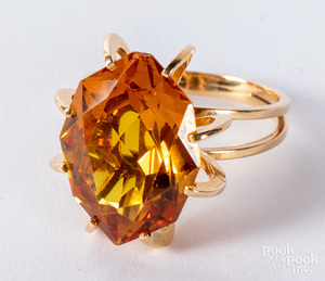 High grade gold and gemstone ring, 4.8dwt