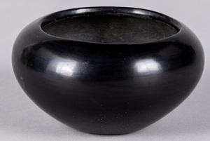 Maria Poveka, San Ildefonso blackware pottery bow