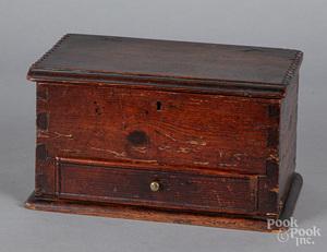 Yellow pine dresser box, early 19th c.