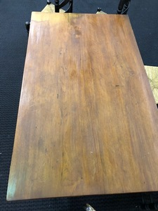Pennsylvania walnut tavern table, late 18th c.