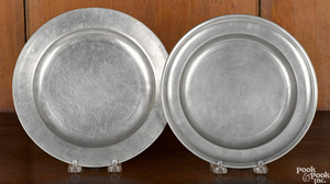 Two New York pewter plates, 18th/19th c.