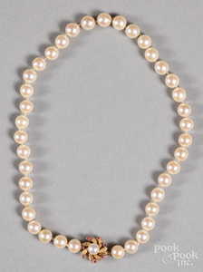 Pearl necklace, with 14K gold clasp.