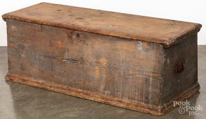 Delaware painted hard pine blanket chest