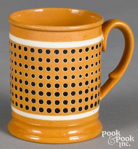Small mocha mug, with dotted decoration