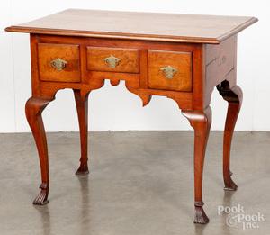 Delaware Valley Queen Anne walnut dressing table