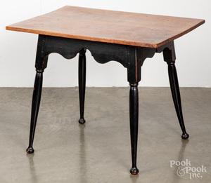 New England Queen Anne tea table, 18th c.