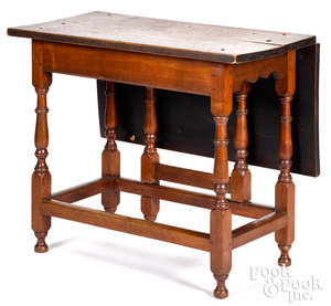 Pennsylvania William and Mary drop-leaf table