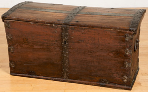 Pine immigrants chest, early 19th c.